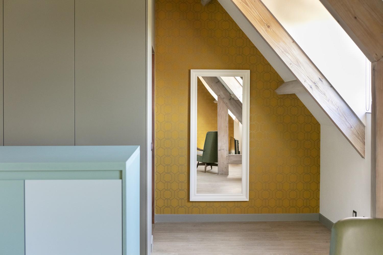 Design Behangpapier Slaapkamer : Behangen van slaapkamermuur vens waasmunster